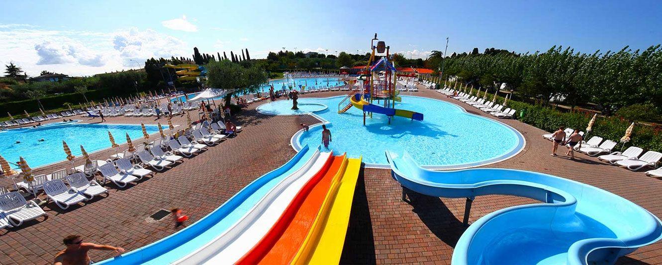 Campeggi gardaland camping e villaggi gardaland - Campeggi con piscina lago di garda ...