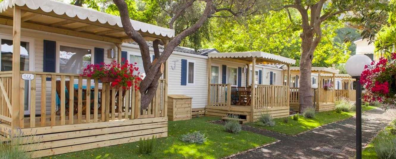 Camping liguria top camping liguria for Fantastici disegni di bungalow